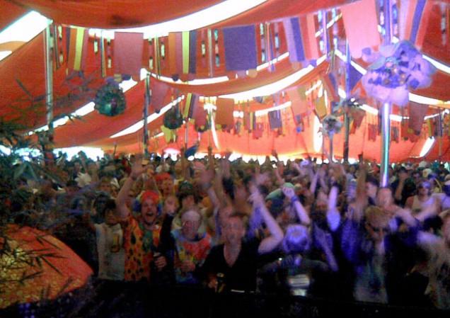 bollywood-crowd.jpg