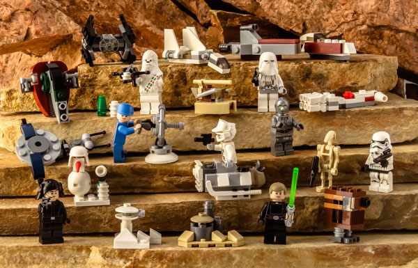 00-Lego-Star-Wars-Adventskalender-2016-Gruppenfoto-new-w600